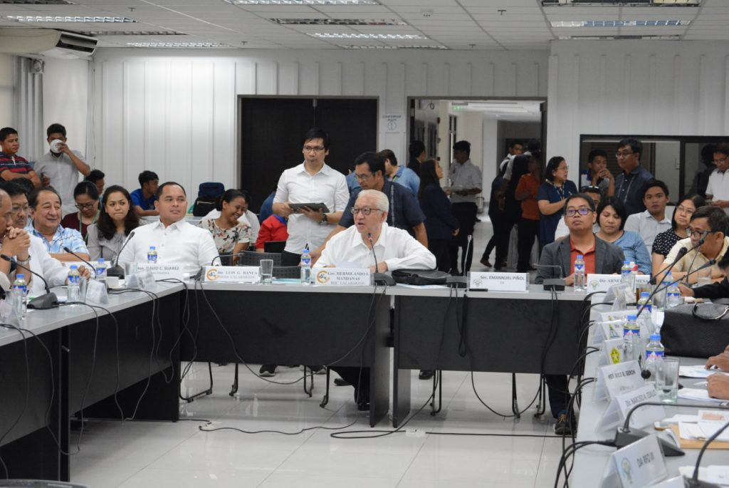 Gov. Mandanas Leads Talks to Combat Bird Flu in Luzon